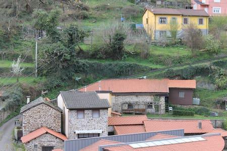 La Puchera,  solo 900 m del centro de la Cangas