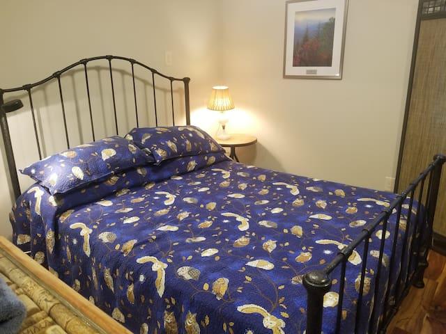 Sleep with nature in queen-bed comfort.