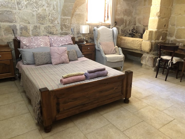 Triple Room En-suite in a 500-year-old Farmhouse
