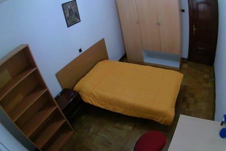 HABITACIÓN EN EL CENTRO DE OVIEDO - Oviedo - Wohnung