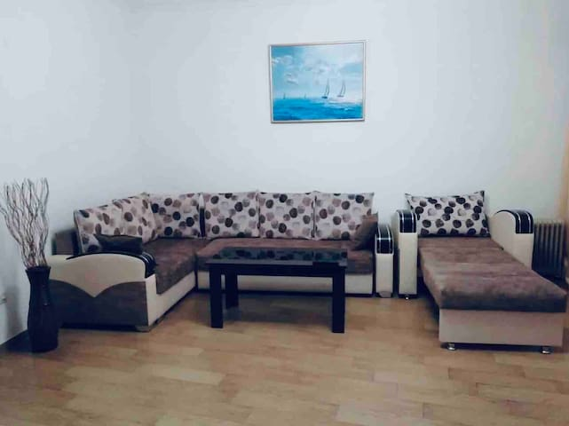 (2nd floor)Very nice 2 room apt on Republic Square