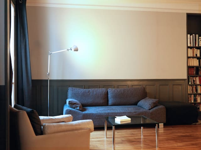Enjoy a bit of rest after exploring the city. WiFi and cable TV are provided.