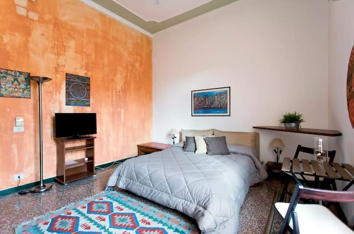 Nice Room in the City-center | Wi-Fi & AirCon