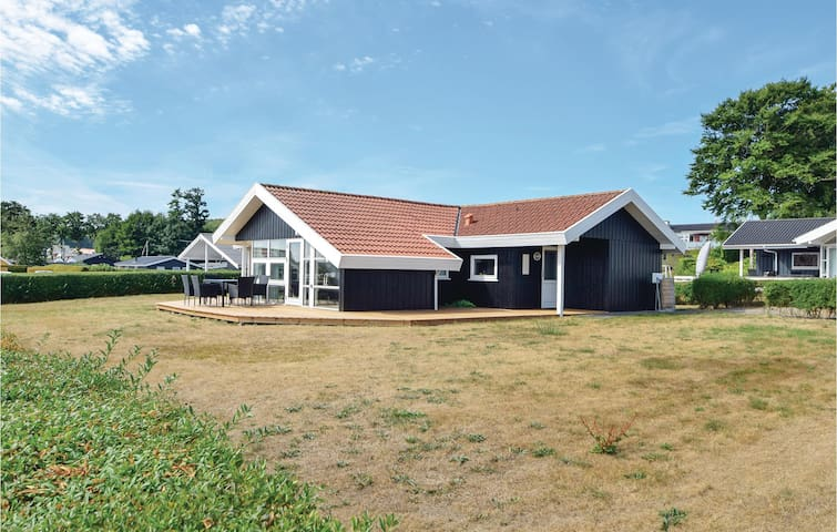 Holiday cottage with 3 bedrooms on 95m² in Bjert