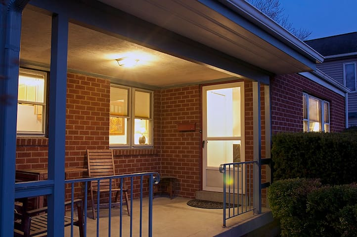 3 bdrms/2 ba, All you need for AIRP–near DC/AFI: - Silver Spring - House