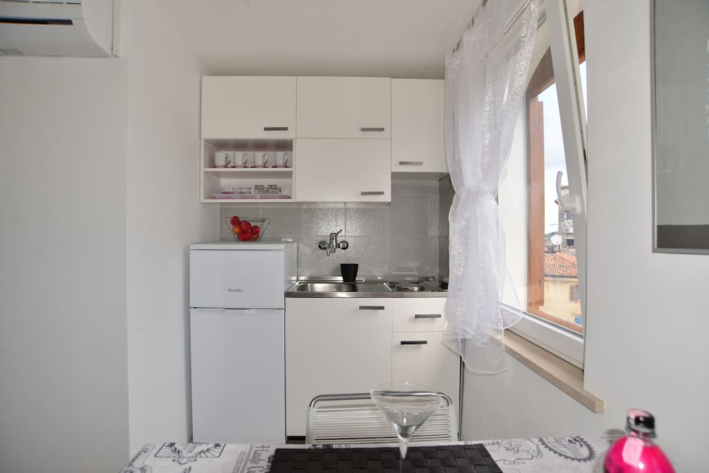 Small but completely equipped kitchen