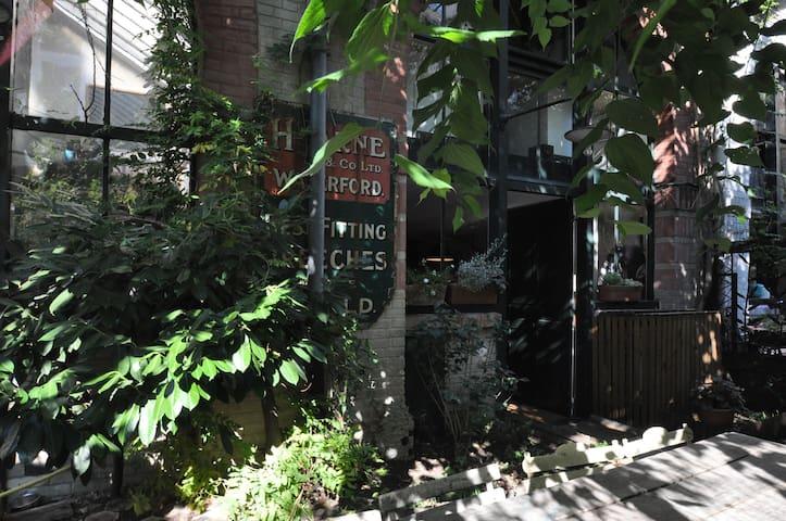 Atelier d'artiste dans un jardin - Paris - Loft