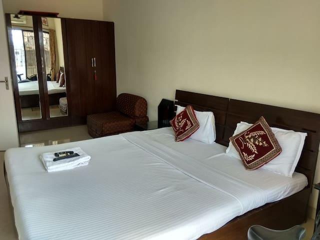 Budget stay - Studio apt in Bandra (fits 4 ppl)