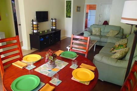 2 Bed Apt near Beach and Downtown sleeps 6 - Nassau - Appartement