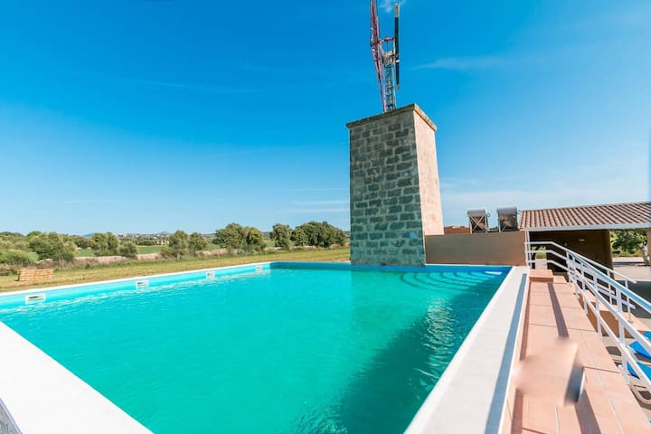 AMAZING TWO-STORY COUNTRY HOUSE 15min FROM PALMA