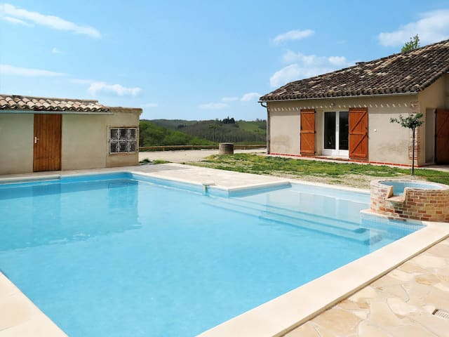 Holiday home with lovely pool area, in a rural, secluded location