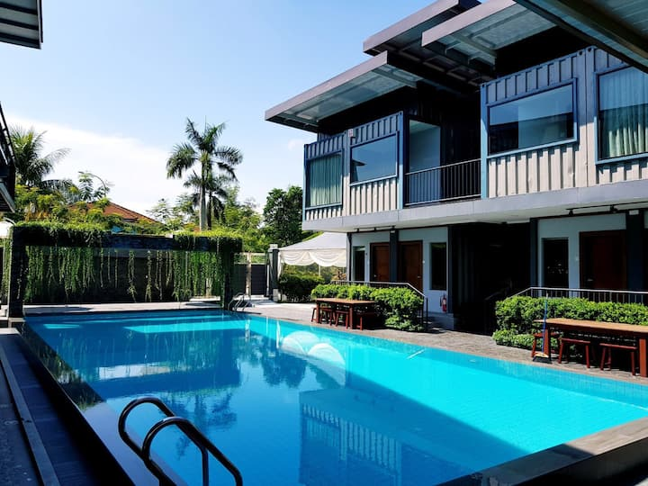 Kluang container swimming pool homestay Block A