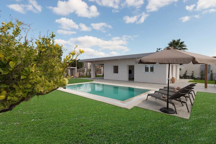Villa Arhontia is a modern, recently completed property. The position of the villa affords private holidays. Α breath away from the beach of Panormo.