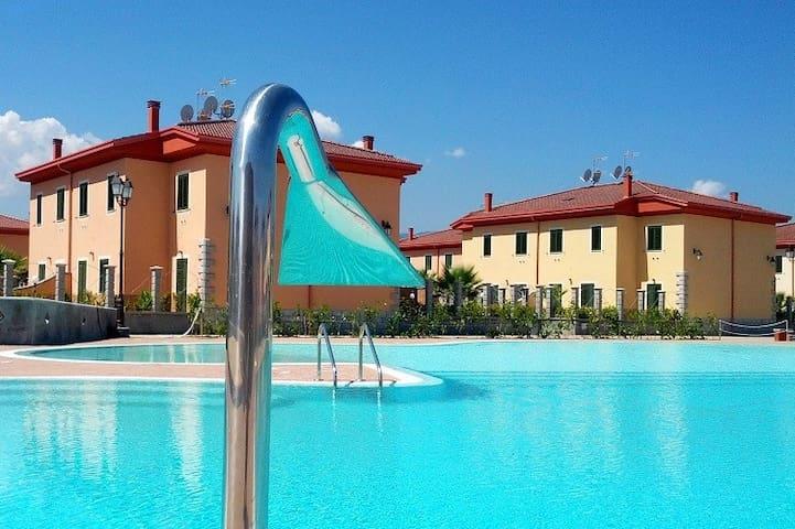 Rossano Acquapark Afrodite 7/8posti - Fermata Toscano-nubrica - 別荘