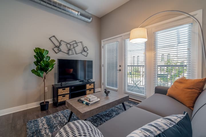 Kasa Des Moines | Family Friendly 2BD with Self Check-In | Downtown
