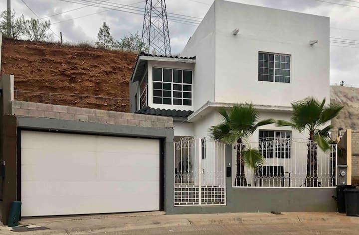 Casa muy amplia en residencial privada. Wifi/cable