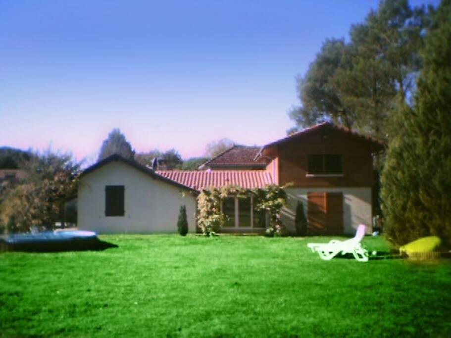 maison de charme 140 m2 dans parc paysagee casas en alquiler en lit et mixe nouvelle. Black Bedroom Furniture Sets. Home Design Ideas