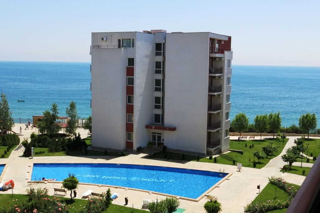 Вид с террасы на море (view from the terrace on the sea)