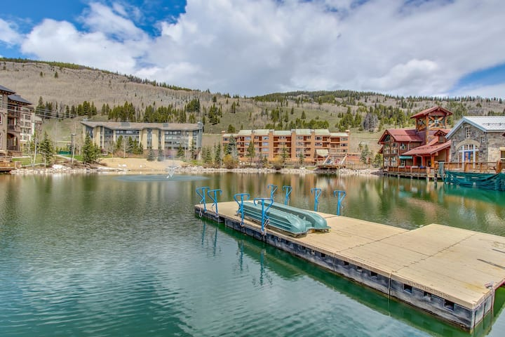 Village square efficiency w/ shared hot tub & pool - close to ski lifts