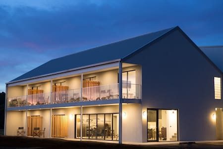 The Seabird Moruya (Deluxe King or Twin Rooms)
