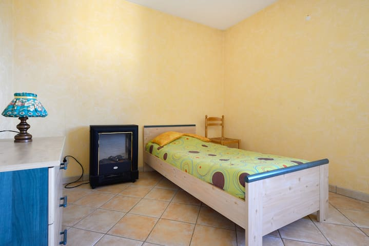 Large Bedroom at calm in Provencal House near Aix - La Fare-les-Oliviers - 一軒家