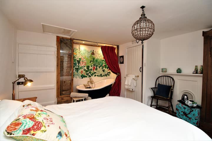 Pretty en suite double room in Abbotsbury B&B