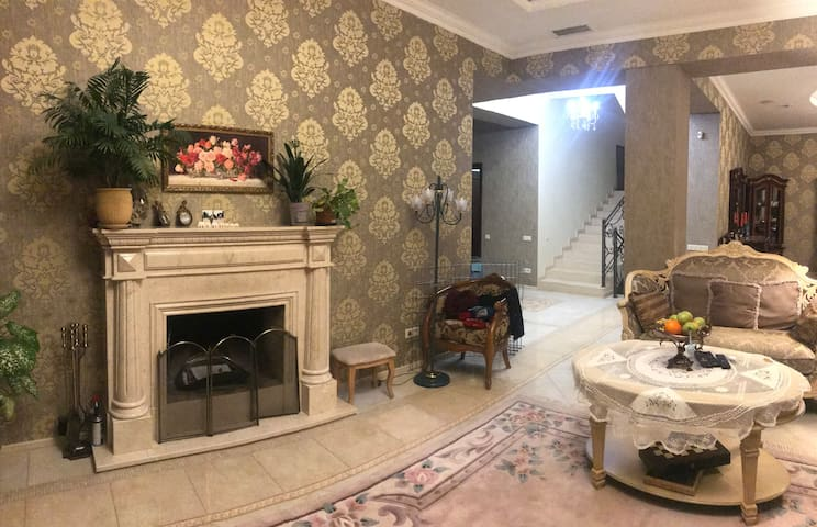 Luxury downtown Villa with En-suite room (3 per)