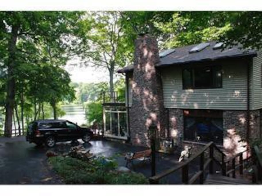 Sanctuaire- Private Lakefront Single Family Home-90 min from Chicago