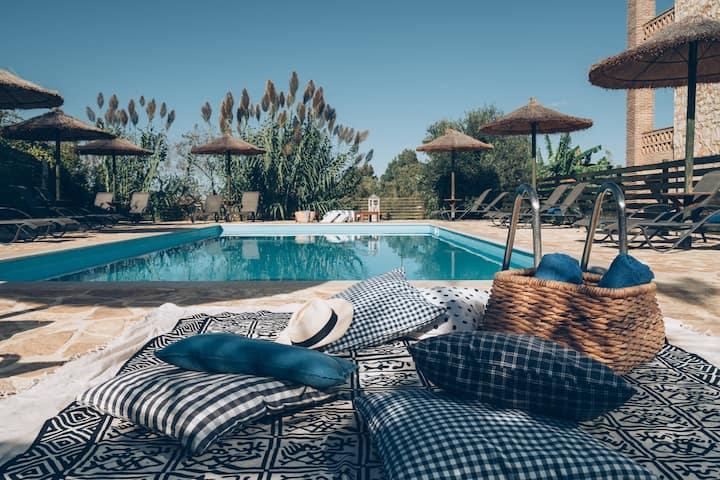 Boutique Maisonette-Ap/nt & SPA & S. Pool & Beach
