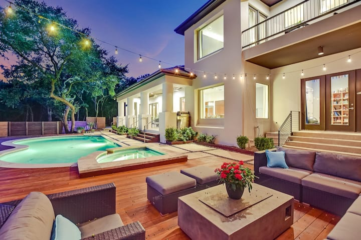 ABOVE SKYLINE | Up to 12 Beds | 5 mi to ATX | Pool/Spa | Scenic I Private
