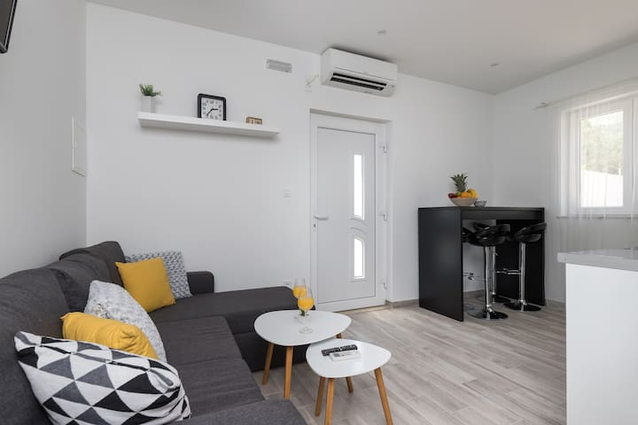 Apartments Siblings - Premium One Bedroom Apartment with Terrace and Garden View