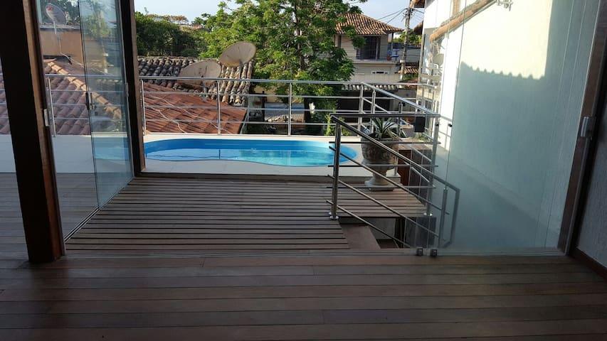 Casa c/piscina na Rua das Pedras, centro de Buzios