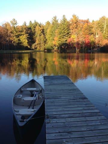 Serene Lakefront Property - Hendersonville - Hus