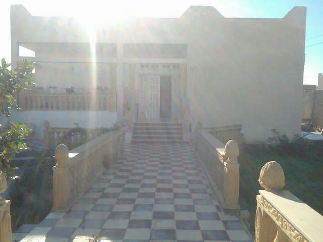 Grande et belle Villa en angle rue - Rejiche - Huis