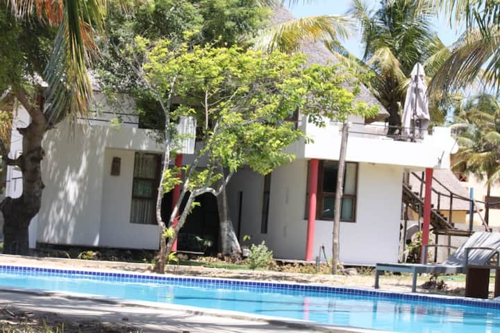 VILANCULOS GIRAFFE HOUSE BEACH FRONT