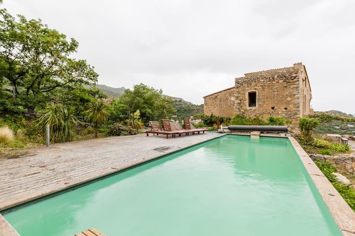 Maison de caractère vue panoramique piscine 8 pers