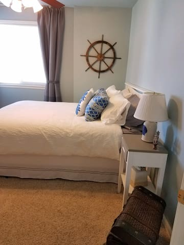 Convenient private bedroom in Parker