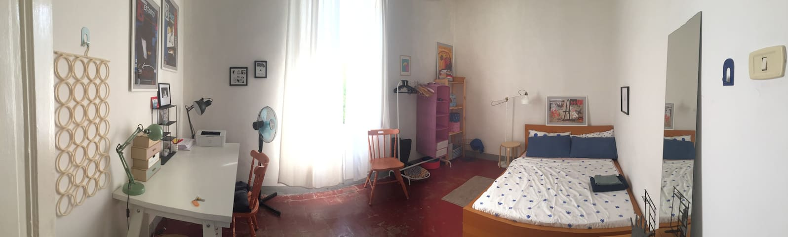 Big bright room in center of Florence!