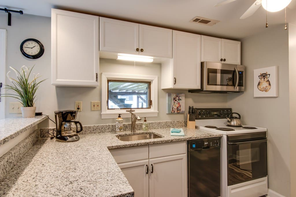Beautiful, new, fully equipped kitchen!