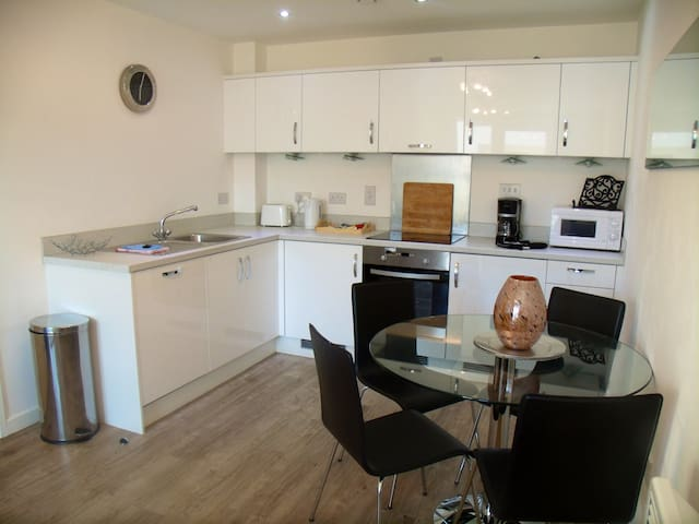 Lovely Apartment sleeps 3 close to Woking station
