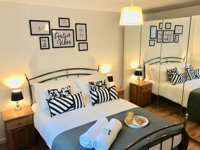 Stylish 2 Bedroom Apartment in Unbeatable Location