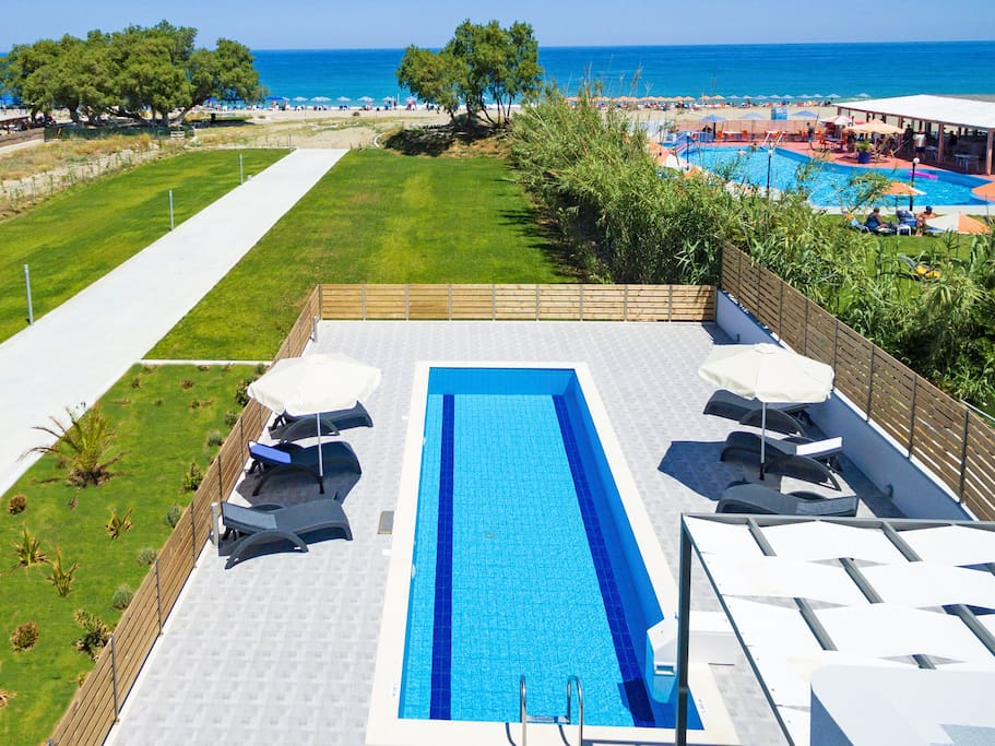 The private swimming pool and the area
