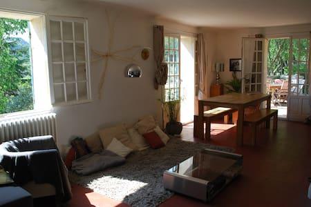 Maison en pierre de Rogne... - Ventabren - วิลล่า