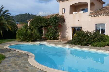 2 pièces dans villa avec piscine - Alata - Dom