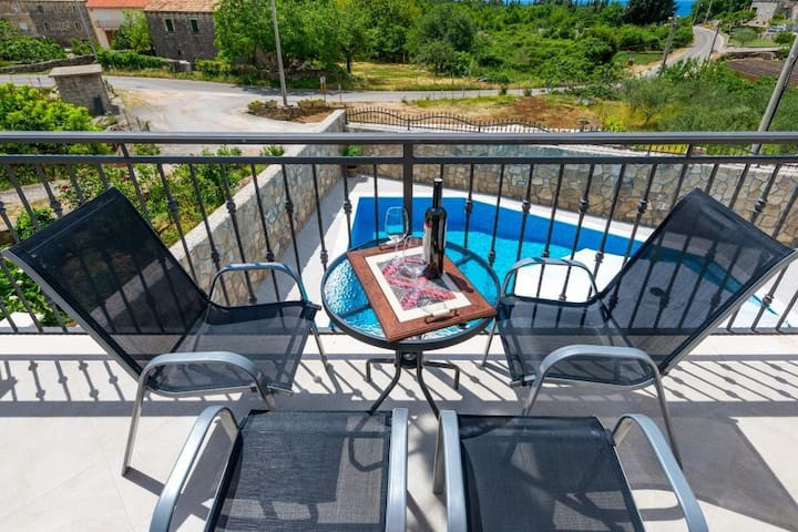 Kabalero - One Bedroom Apartment with Balcony and Pool View 1