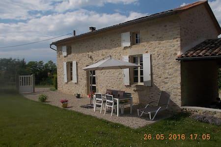 Gîte  situé à 200m du canal latéral à la Garonne - Castets-en-Dorthe - House