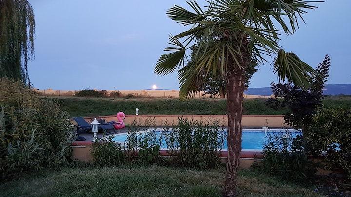 Maison gîte avec piscine 14 personnes maximum