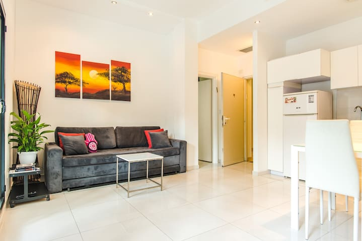 The Chic Home near Old Jaffa w paid Pool & Parking