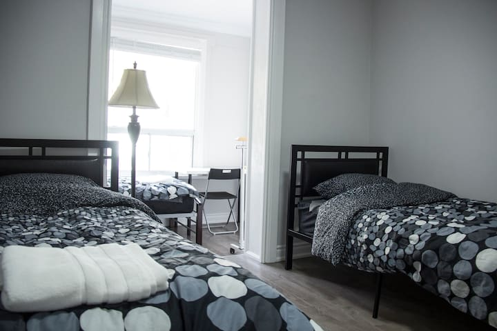 Comfortable stay in Toronto for male guests