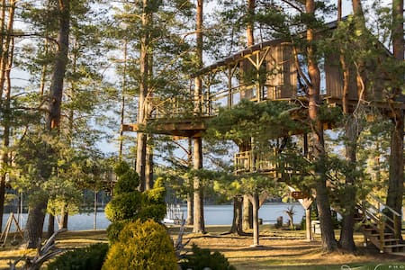 Treehouse White Cone by the lake